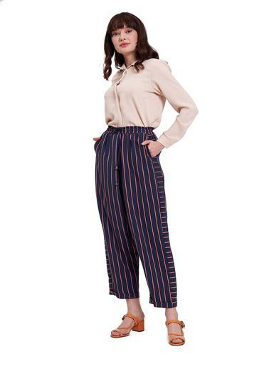 Mizalle Mızalle Çizgili Parça Detaylı Pantolon  Lacivert